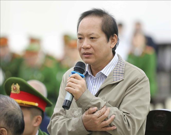 Bị cáo Trương Minh Tuấn (sinh năm 1960, cựu Bộ trưởng Bộ Thông tin và Truyền thông) trả lời các câu hỏi của luật sư. Ảnh: Doãn Tấn/TTXVN