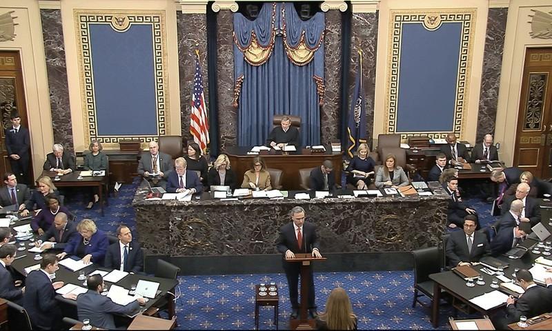 Luật sư bảo vệ cho ông Trump - ông Pat Cipollone trình bày tranh luận của mình tại phiên tòa Thượng viện ngày 3-2. Ảnh: AP