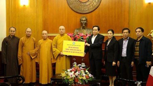 Giáo hội Phật giáo Việt Nam (GHPGVN) đã trao tặng 5 phòng áp lực âm cho Ủy ban Trung ương MTTQVN