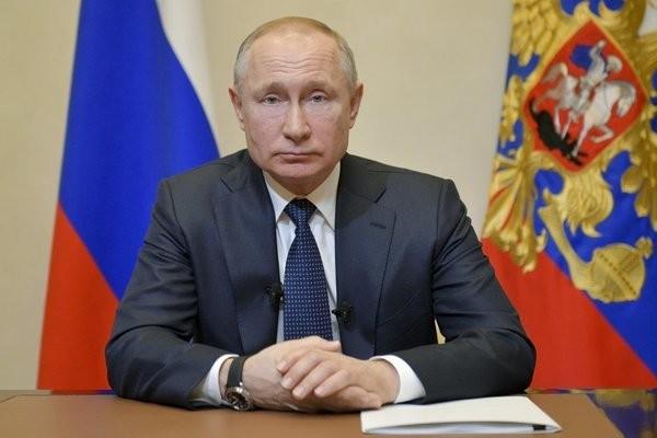 Tổng thống Nga Vladimir Putin thông báo hoãn trưng cầu dân ý vào ngày 25/3. (Ảnh: AFP)