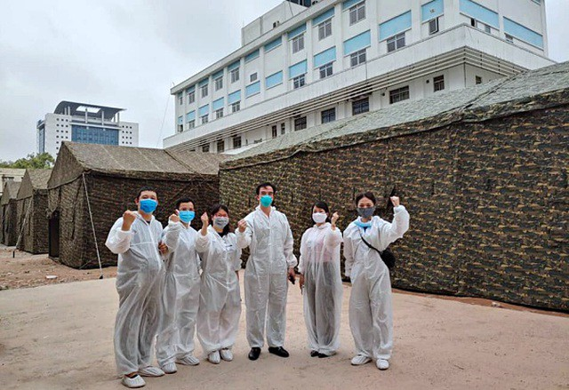 Xây dựng 'bệnh viện' dã chiến ngay trong Bệnh viện Bạch Mai