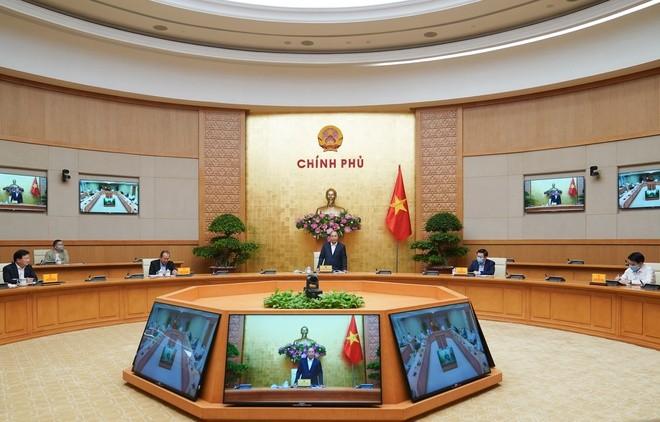 Thủ tướng Nguyễn Xuân Phúc chủ trì buổi làm việc với lãnh đạo TP Hà Nội. Ảnh: VGP.