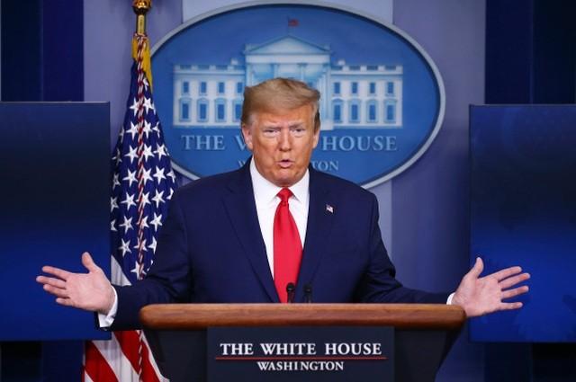 Ông Trump khoe 'Mỹ là vua về máy thở' giữa dịch COVID-19