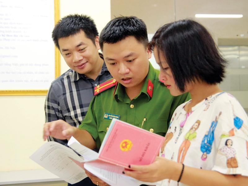 Hộ khẩu giấy do người dân quản lý sẽ được chuyển sang cho nhà nước quản lý trên nền tảng Cơ sở dữ liệu quốc gia về dân cư.