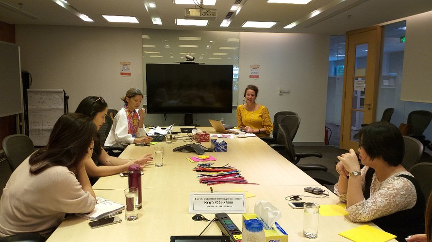 Các chuyên gia IFC và VPBank đang tìm hiểu nhu cầu của các DN do nữ làm chủ tại Việt Nam