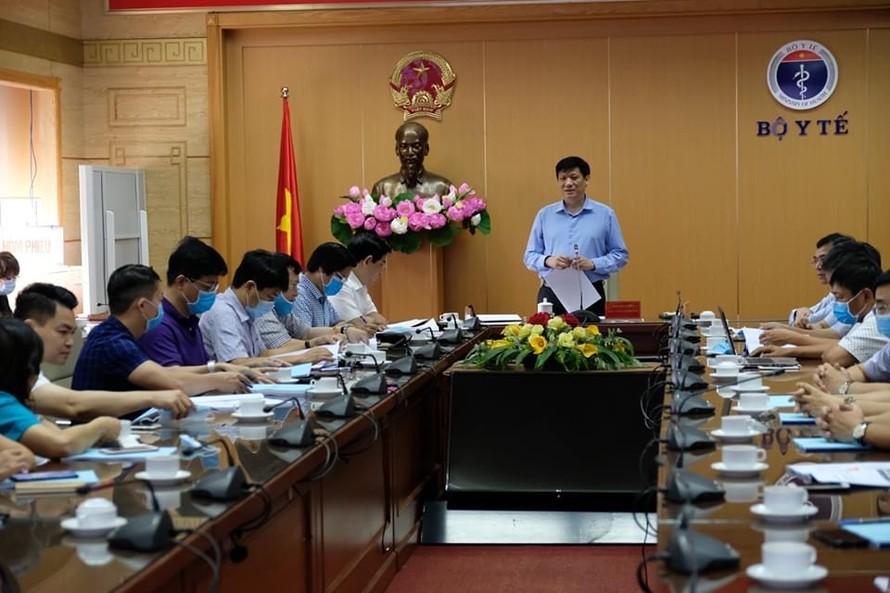 GS. TS. Nguyễn Thanh Long, Quyền Bộ trưởng Bộ Y tế phát biểu tại cuộc họp. - Ảnh: VGP/Hiền Minh