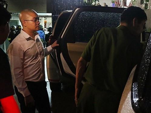 Nguyễn Thái Luyện (trái) lúc bị bắt. Ảnh: Công an cung cấp.