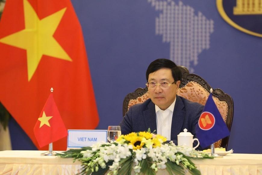 Phó Thủ tướng, Bộ trưởng Bộ Ngoại giao Phạm Bình Minh dự Hội nghị hẹp Bộ trưởng Ngoại giao ASEAN tại điểm cầu Hà Nội. (Ảnh: Văn Điệp/TTXVN)