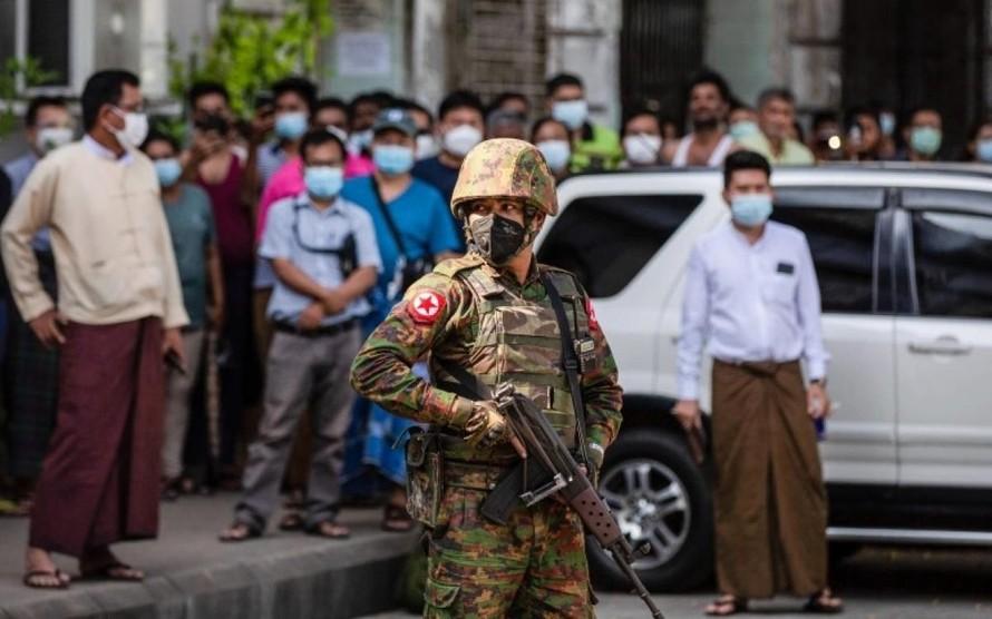 Binh sĩ Myanmar sau cuộc đảo chính ở nước này. Ảnh: SOPA.