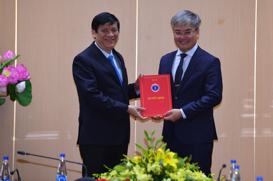 Lãnh đạo Bộ Y tế trao Quyết định bổ nhiệm nhà báo Trần Tuấn Linh giữ chức vụ Tổng Biên tập Báo Sức khỏe và Đời sống.