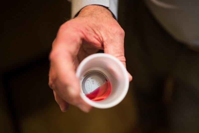 Tưởng methadone là nước dâu, cậu bé 15 tuổi bị ngộ độc phải cấp cứu