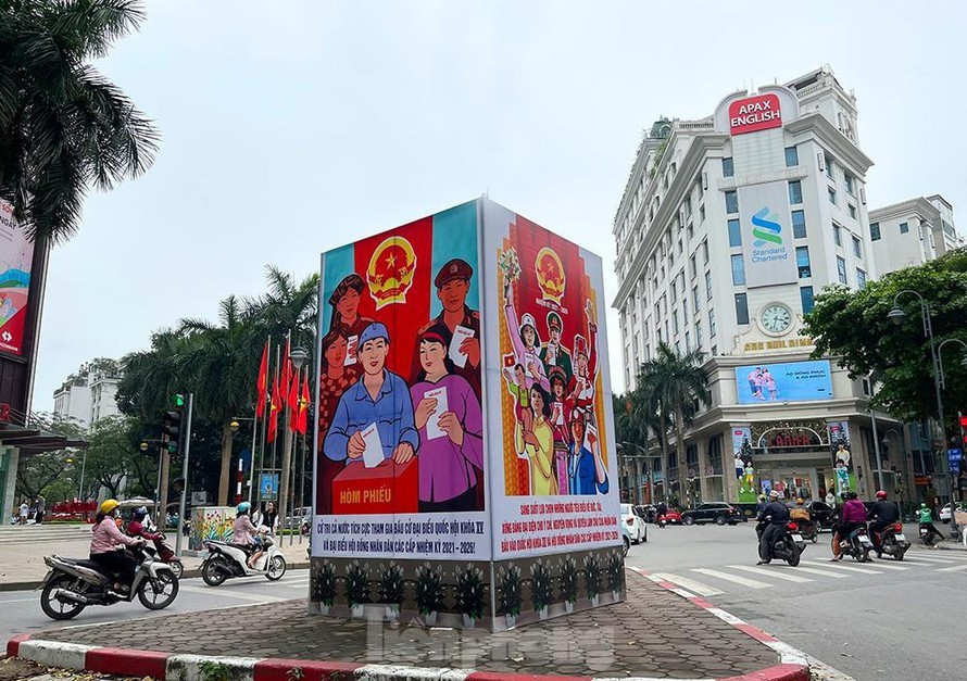 Hà Nội 'khoác áo' rực rỡ đón ngày hội bầu cử