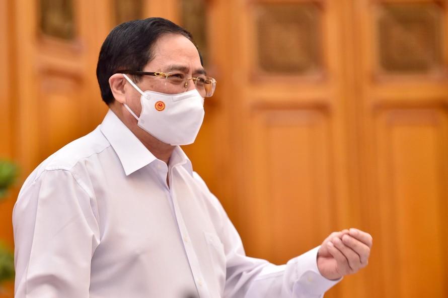 Thủ tướng Chính phủ Phạm Minh Chính chủ trì cuộc họp Thường trực Chính phủ về việc mua vắc-xin phòng COVID-19. (Ảnh VGP)