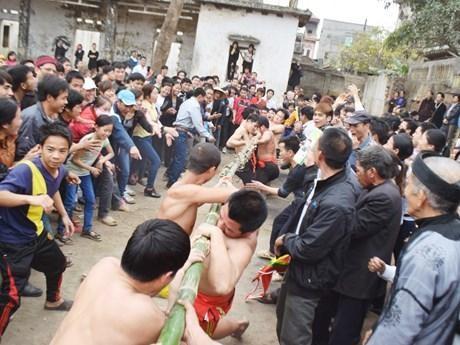 Bảo tồn, phát huy nghi lễ và trò chơi kéo mỏ tại lễ hội đền Vua Bà