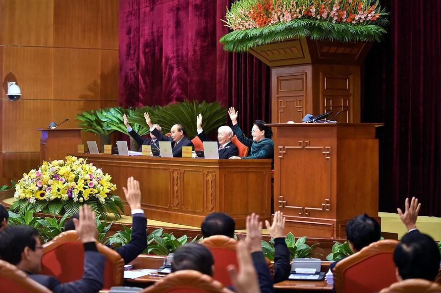 Ban Chấp hành Trung ương đã thảo luận dân chủ, kỹ lưỡng, bỏ phiếu biểu quyết với sự nhất trí rất cao nhân sự tham gia Bộ Chính trị, Ban Bí thư khoá XIII. Ảnh VGP/ Nhật Bắc