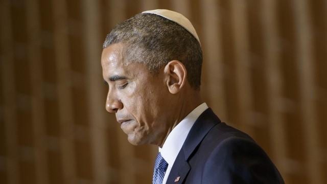 Những lần ngập ngừng trong lúc phát biểu đã không còn là chuyện lạ với Obama và ông thậm chí từng lấy việc này ra làm trò cười. Ảnh: Getty.