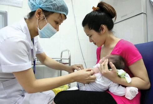 Vắc xin đang là mối quan tâm lớn của cả xã hội (Ảnh minh họa: doisongphapluat.com)