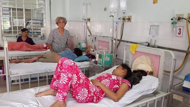 Bệnh nhi đang điều trị tại Bệnh viện Tiền Giang. Ảnh: SKĐS.
