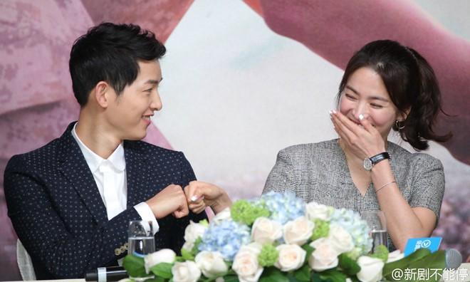 Song Hye Kyo và Song Joong Ki luôn thân mật trong các sự kiện.