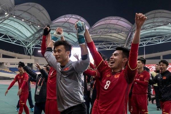 Các cầu thủ U23 Việt Nam ăn mừng sau chiến thắng trước U23 Iraq. Ảnh: Vietnamnet