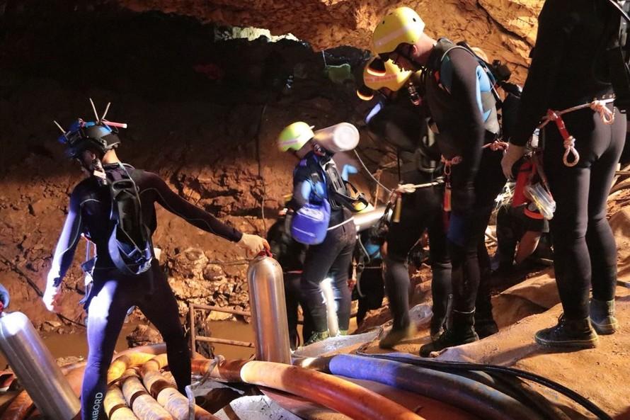 Nhìn lại 18 ngày trong hang động của đội bóng Thái Lan