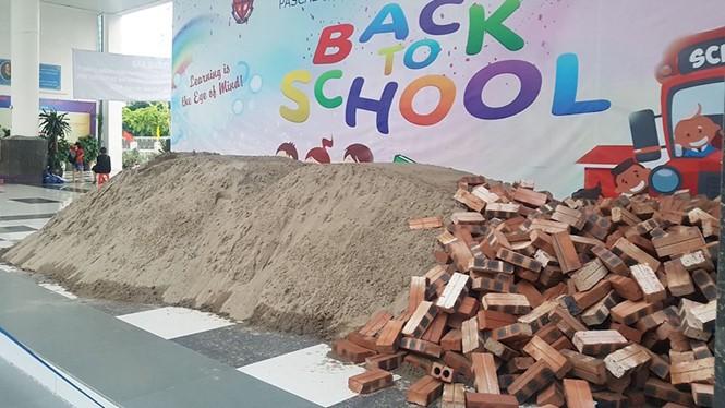 UBND quận Bắc Từ Liêm vào cuộc vụ đổ gạch, cát trong sân trường Pascal