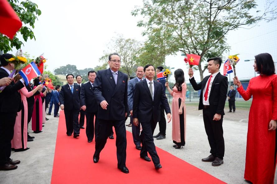 Phó Tổng giám đốc Tâp đoàn Viettel Hoàng Sơn và Phái đoàn cấp cao Triều Tiên. Ảnh: TTXVN