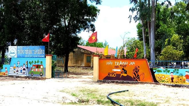 Trường Tiểu học Tân Xuân 2 - nơi xảy sự việc. Ảnh: Zing