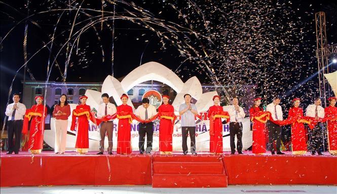 Phó Thủ tướng Vương Đình Huệ dự lễ và cắt băng khánh thành Quảng trường thành phố Hà Tĩnh. Ảnh: TTXVN