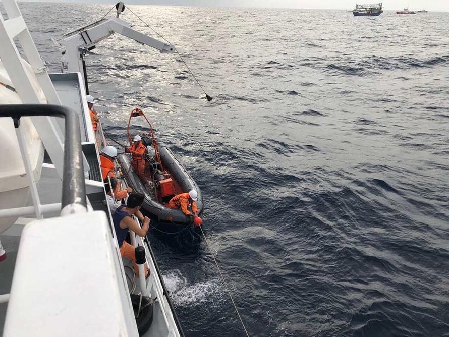 Phát hiện thi thể 2 ngư dân nghi của tàu NA 95899 TS
