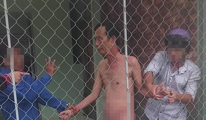Ông Nhị bị bắt quả tang trong tình trạng khỏa thân.