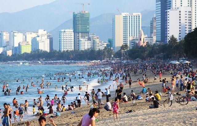 Phát triển các mũi nhọn kinh tế biển miền Trung
