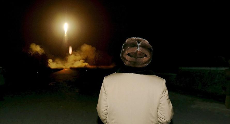 Chủ tich Triều Tiên giám sát vụ thử bệ phóng tên lửa siêu lớn