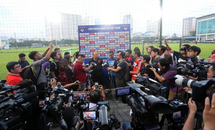 HLV Park Hang-seo dồn tâm sức cho VL World Cup 2022, chia sẻ về nhân sự ĐT Việt Nam