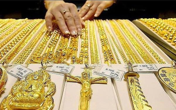 Giá vàng ngày 28/8: Tâm lý e ngại buộc nhà đầu tư quay trở lại với kim quý vàng