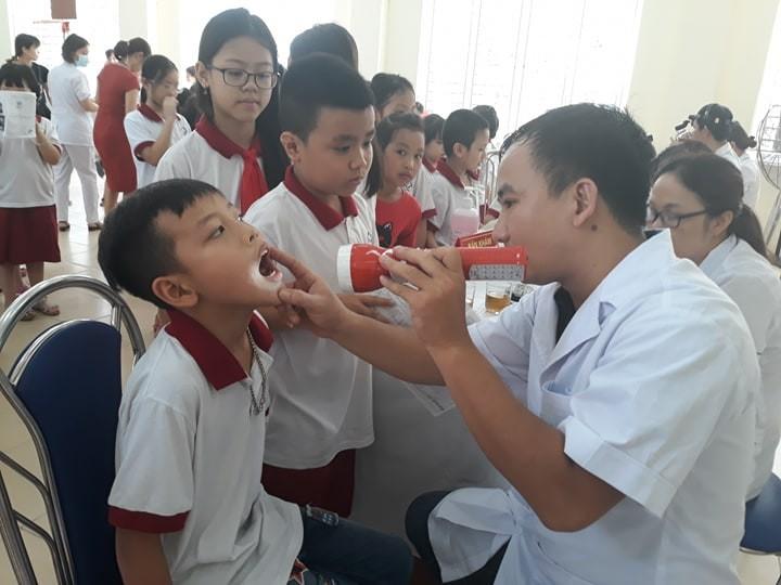 Học sinh phường Hạ Đình được thăm khám sức khỏe tổng quát