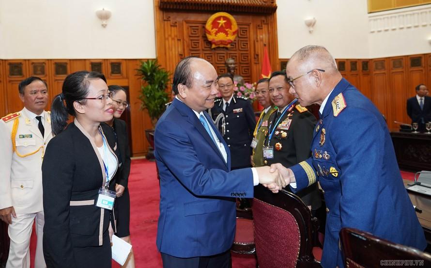Thủ tướng tiếp các Trưởng đoàn dự Hội nghị Tư lệnh Cảnh sát các nước ASEAN lần thứ 39 tại Việt Nam. Ảnh: VGP