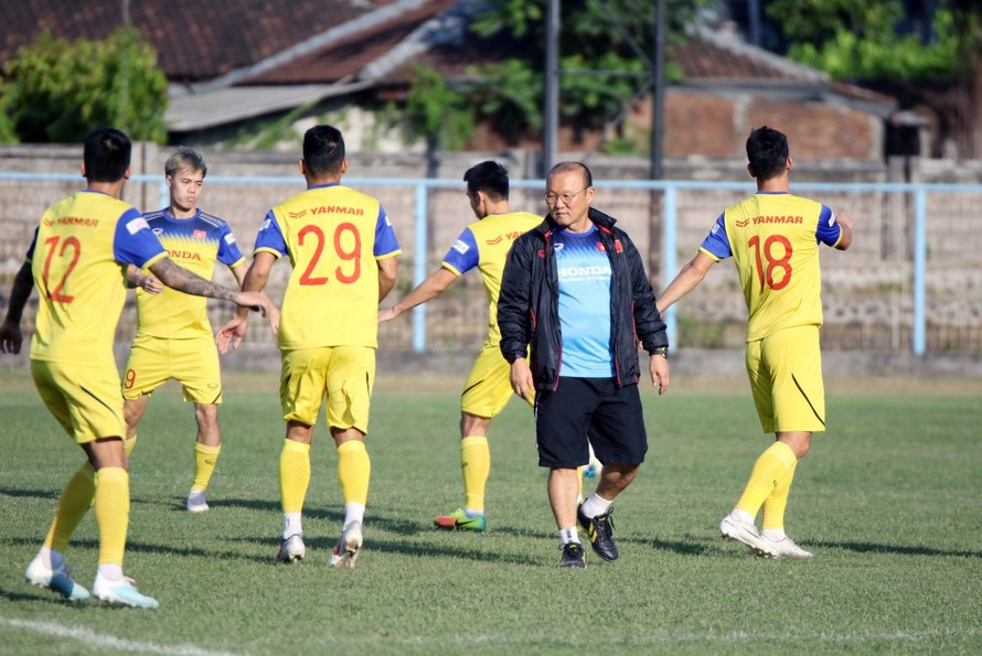 ĐT Việt Nam tập làm quen sân thi đấu tại Bali
