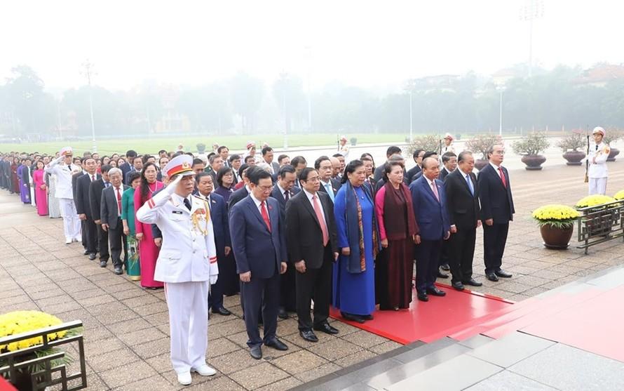 Đoàn ĐBQH viếng Lăng Chủ tịch Hồ Chí Minh trước kỳ họp thứ 8