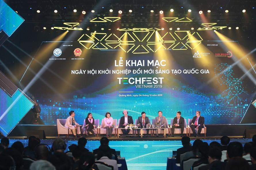 Các diễn giả trong nước và quốc tế tham gia phần Tọa đàm.