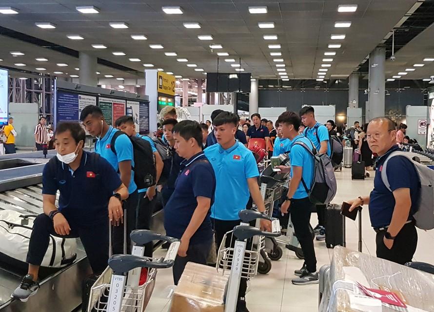 ĐT U23 Việt Nam đặt chân tới Thái Lan