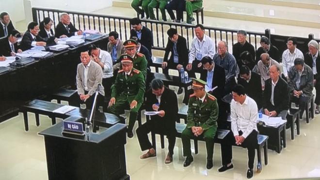 Bị cáo Phan Xuân Ít tự bào chữa tại tòa. Ảnh: Thanh Niên