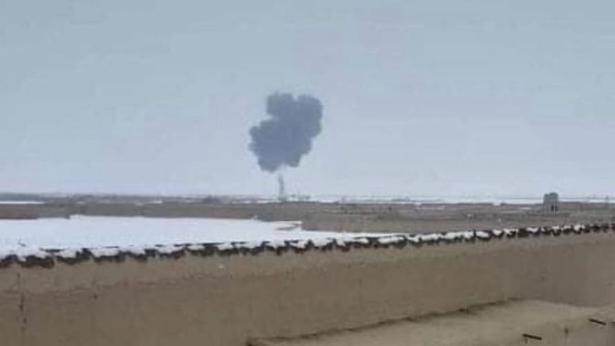 Khói đen bốc lên từ hiện trường vụ tai nạn. Ảnh: Aamaj News