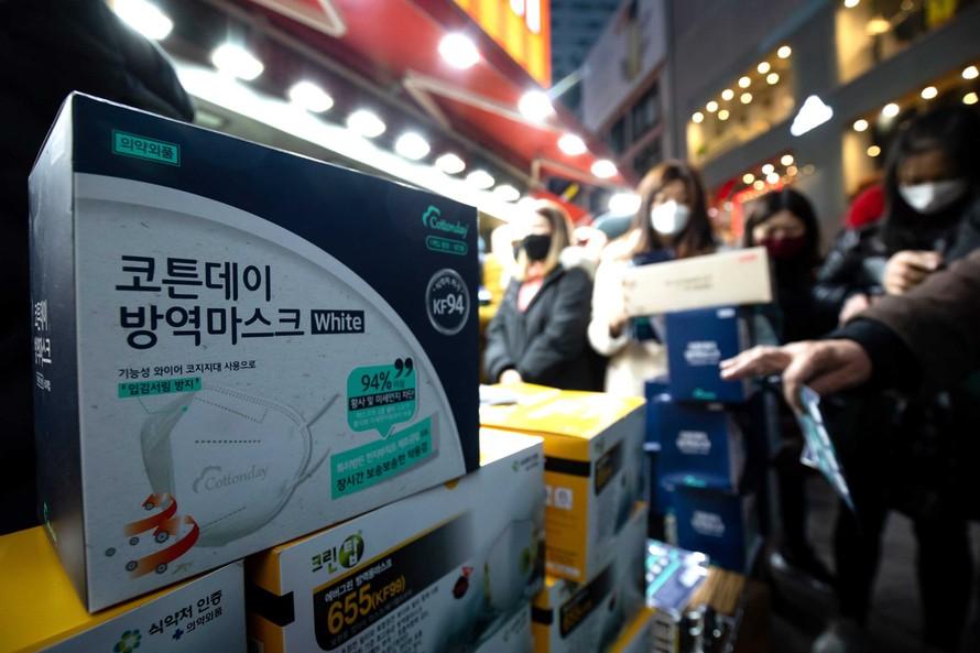 Hàn Quốc: Đầu cơ, tích trữ khẩu trang có thể bị phạt tù 2 năm