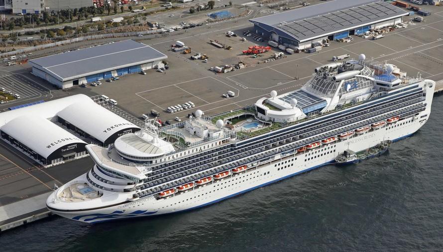 Tàu Diamond Princess hiện đang neo đậu tại cảng Yokohama. Ảnh: CNN