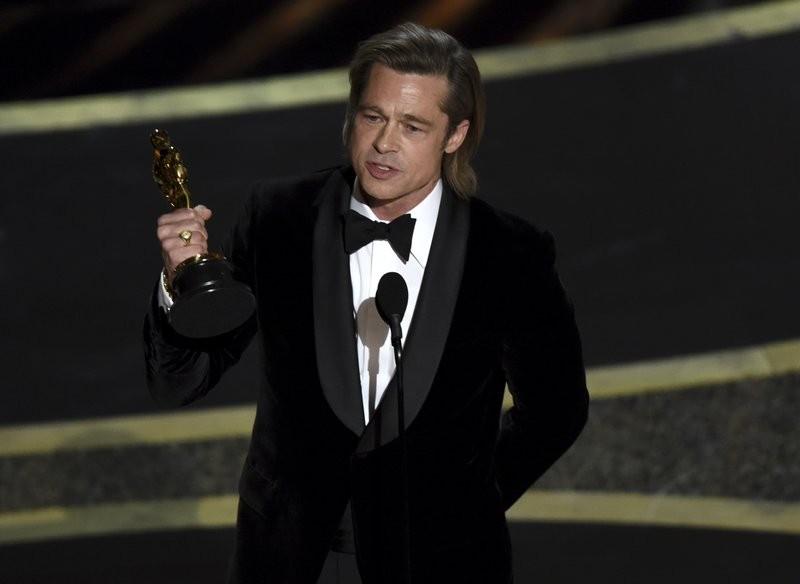Brad Pitt giành giải thưởng Oscar đầu tiên trong sự nghiệp diễn xuất. Ảnh: AP