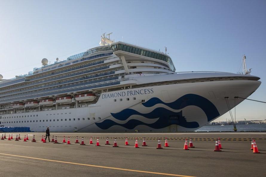 Tàu Diamond Princess hiện đang neo đậu tại cảng Yokohama. Ảnh: AP