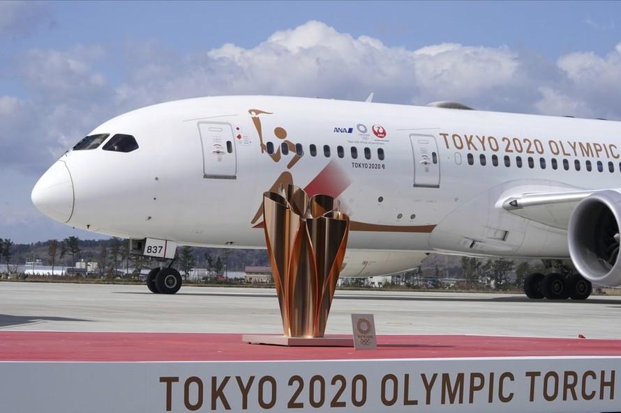 Ngọn đuốc Olympic chính thức tới Nhật Bản