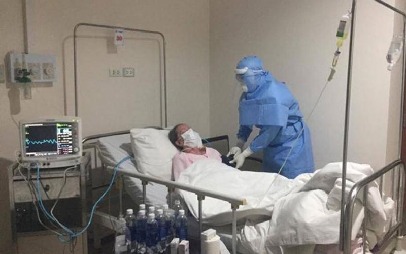 Điều trị cho bệnh nhân trong khu cách ly. Ảnh: Báo Giao thông