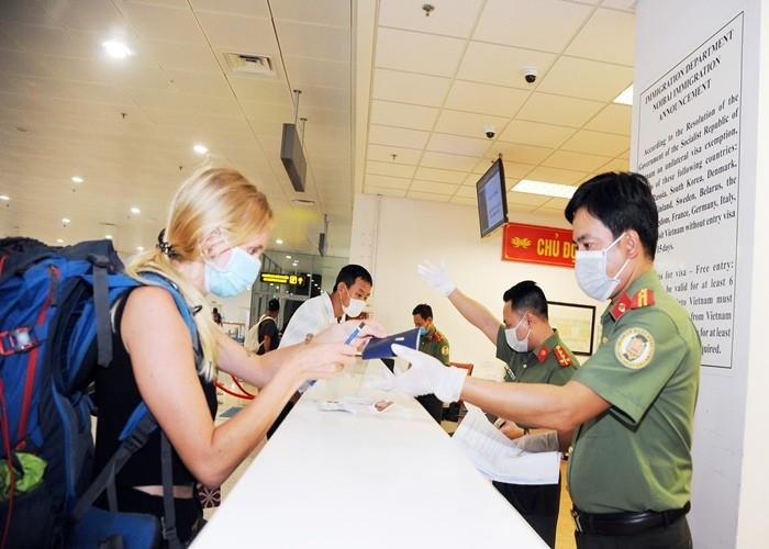 Dừng nhập cảnh đối với tất cả người nước ngoài vào Việt Nam